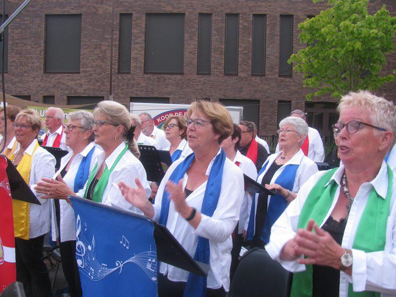 Optreden op het Dorpsplein in Mijnsherenland dd. 17-07-2019.