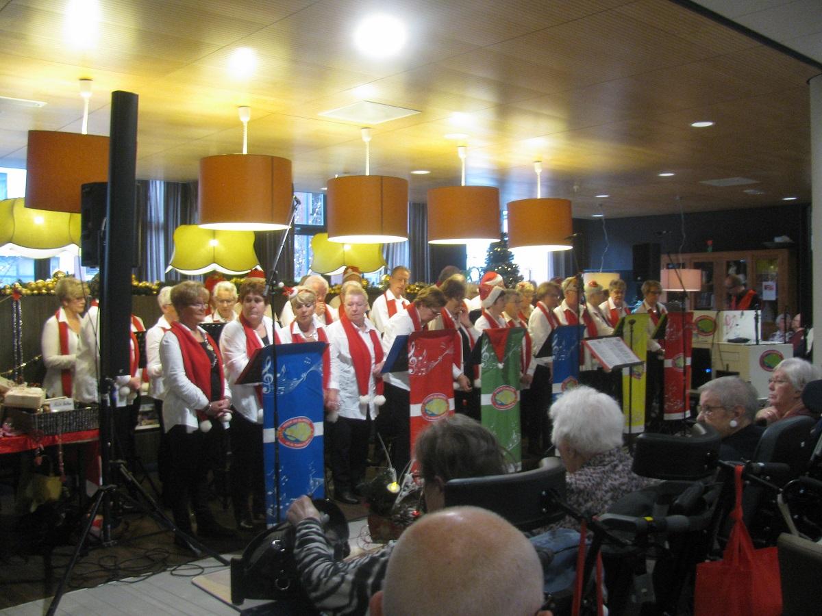 Kerstoptreden in 't Huys te Hoecke, Puttershoek dd. 14-12-2019.